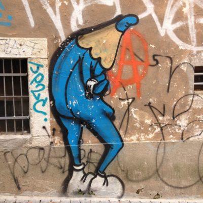 Streetart - Nachdenklicher Buntstift in der Rua da Fé im Stadtteil São José