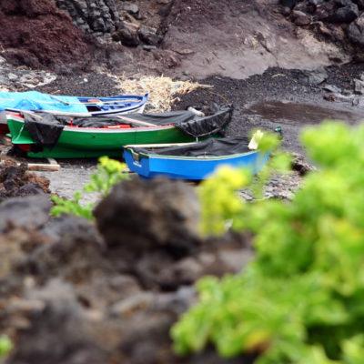 Boote in der Buenavista Punta Teno Brandung
