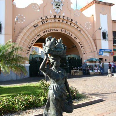 Fischfrau-Statue im Hafen von Puerto de la Cruz vor dem Mercado Municipal Nuestra Señora de África - La Recova de Tenerife