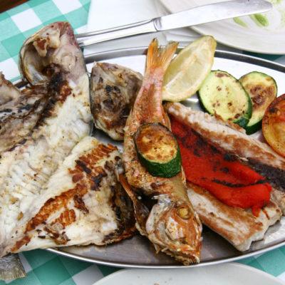 El Mirador Benijo - Fischteller im Restaurant mit Aussicht auf die Küste am Anaga-Gebirge