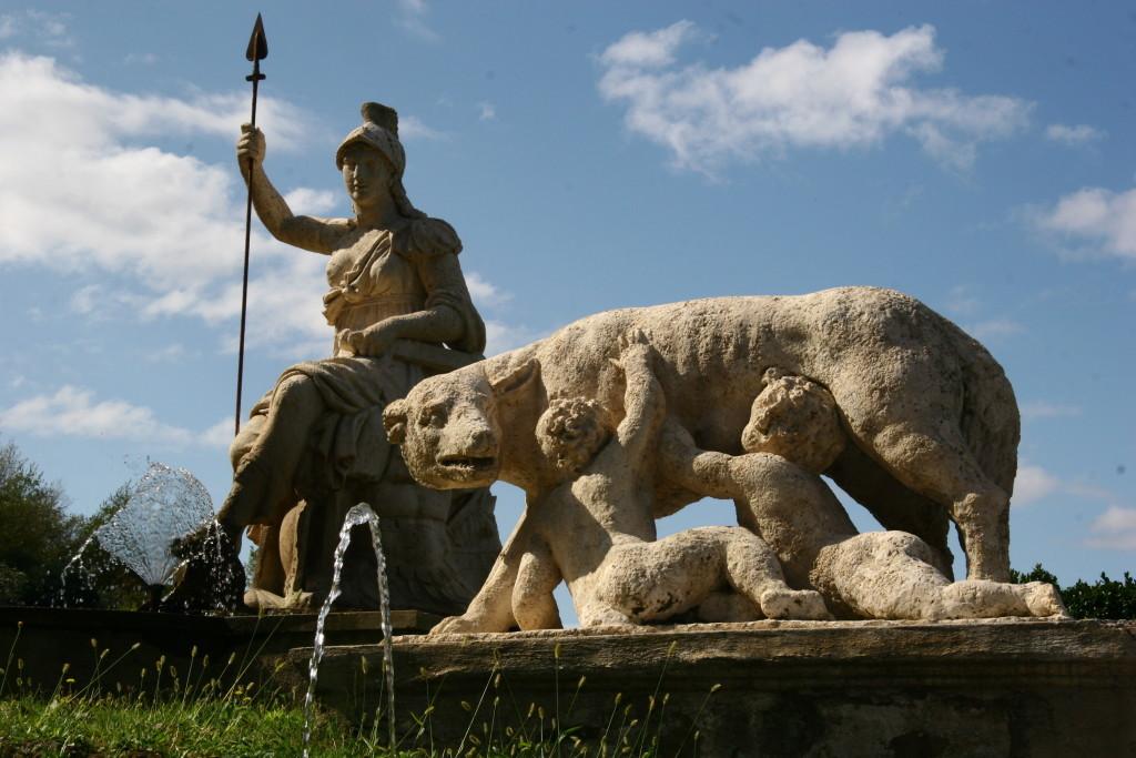 Rometta Brunnen mit dem Fluß Tiber und der Wölfin mit Romulus und Remus