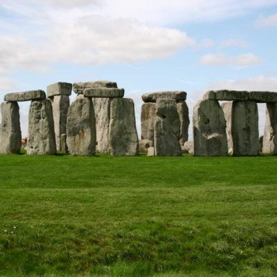 Stonehenge - Legendärer Steinkreis etwa 13 Kilometer nördlich von Salisbury in der Nähe von Amesbury in Wiltshire