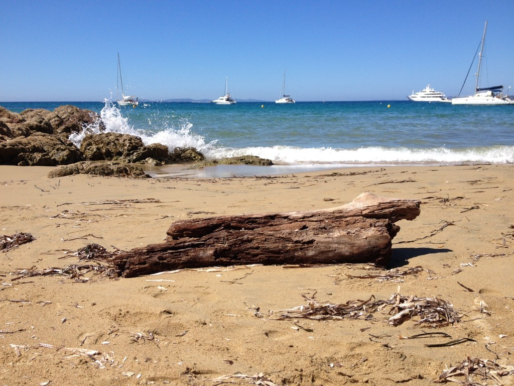 Wellen, Strand und Meer an der Côte d'Azur