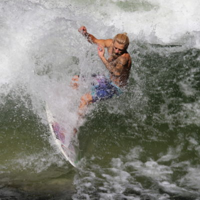 Eisbach-Surfer im Englischen Garten