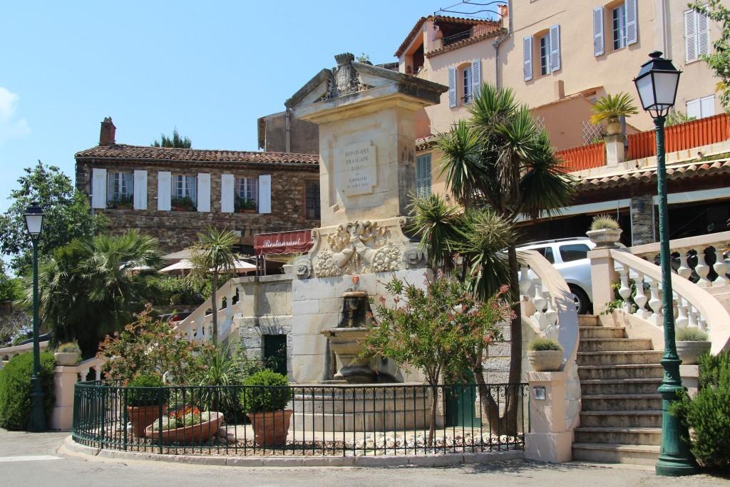 Fontaine Monumentale auf der Place Neuve in Grimaud