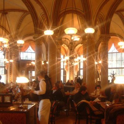 Glanz und Glamour im Café Central