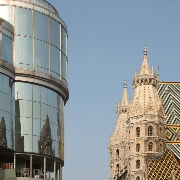 Haashaus und Stephansdom - Architektpnische Gegensätze
