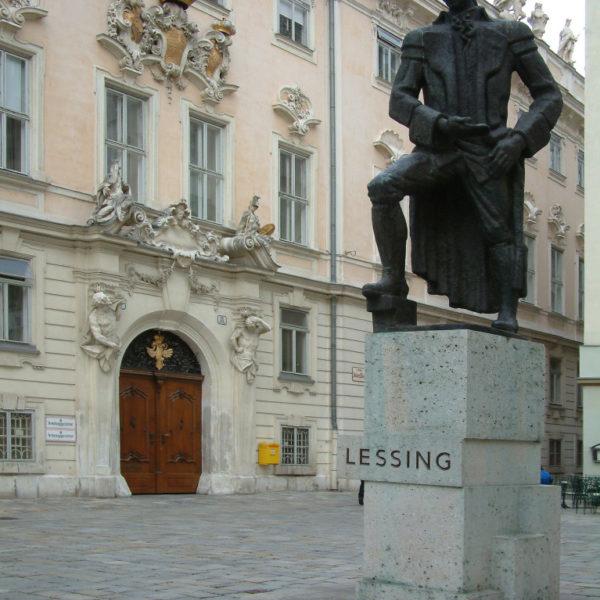 Lessing-Denkmal vor dem Alten Rathaus