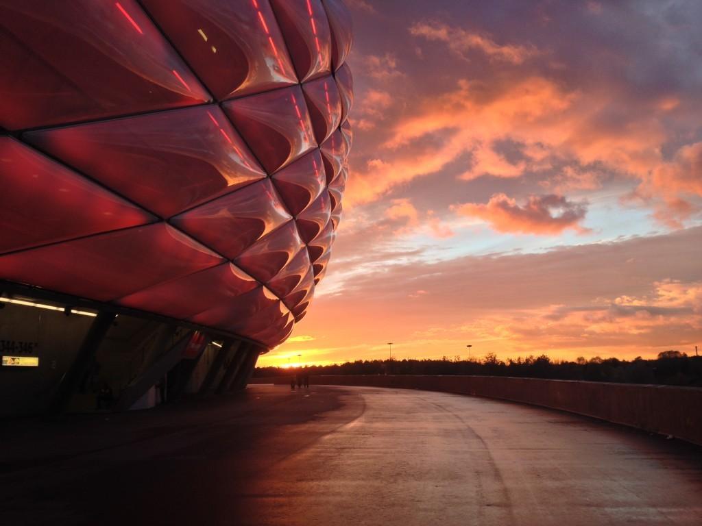 Sonnenuntergang hinter der Allianz-Arena
