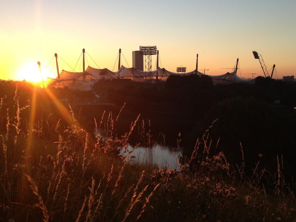 Sonnenuntergang über dem Olympiastadion