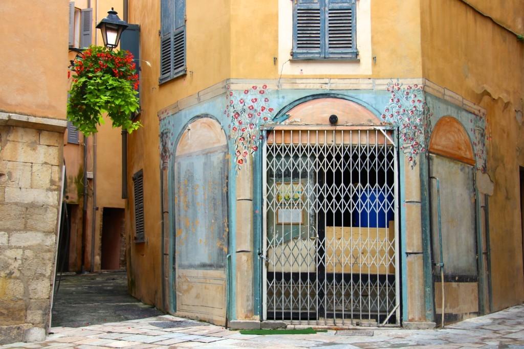 Bemalte Fassade am Place de l'Évêché