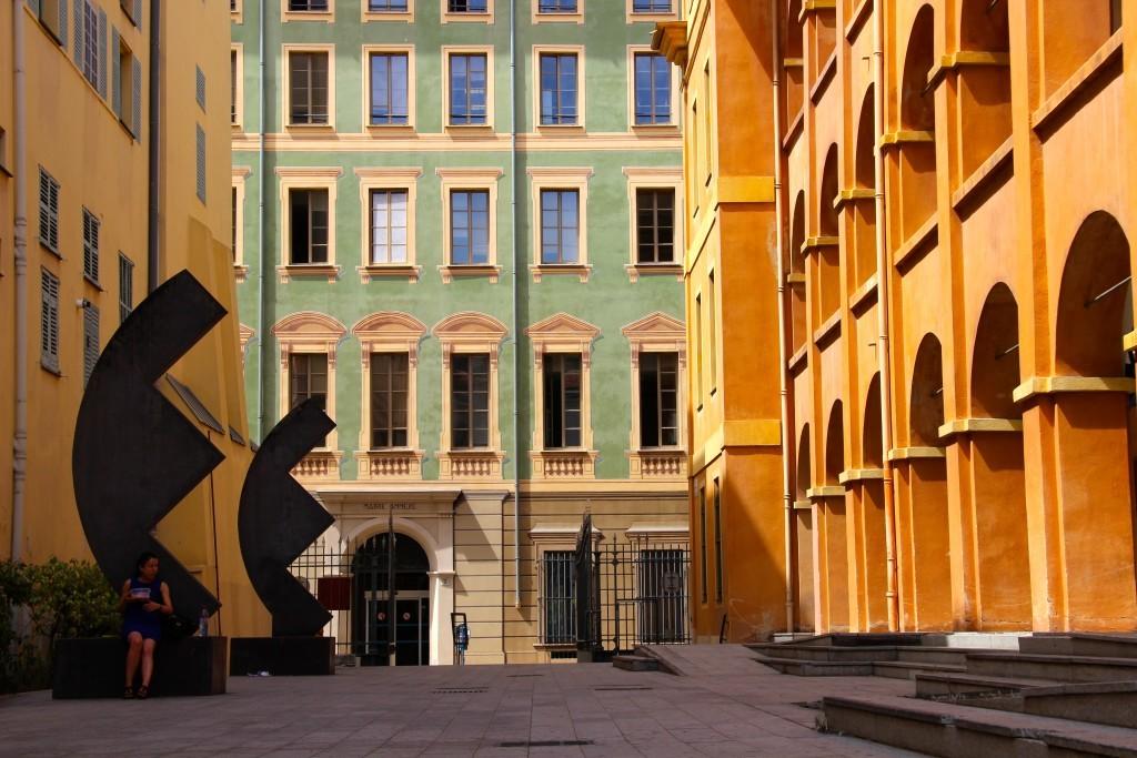 Caserne Rusca auf dem Place du Palais de Justice