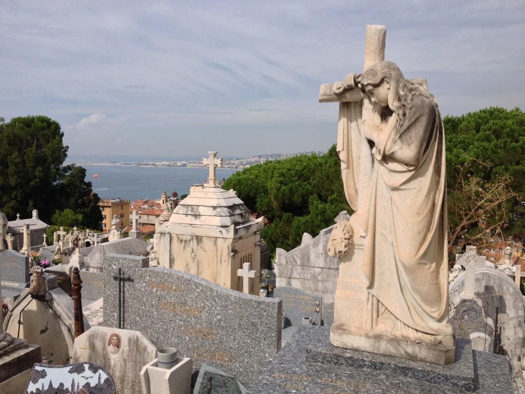 """Cimetiére du Château - Auf dem Friedhof über Nizza ruht unter anderem der Schriftsteller Gaston Leroux, Autor von """"Phantom der Oper"""""""