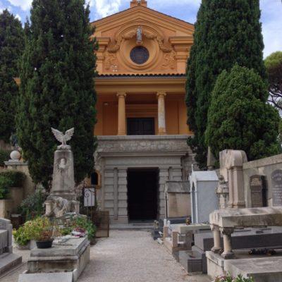 Cimetière du Château - Kapelle am Eingang