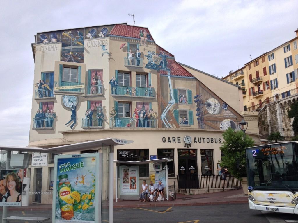 Fassadenmalerei am Gare Autobus - Cinema Cannes