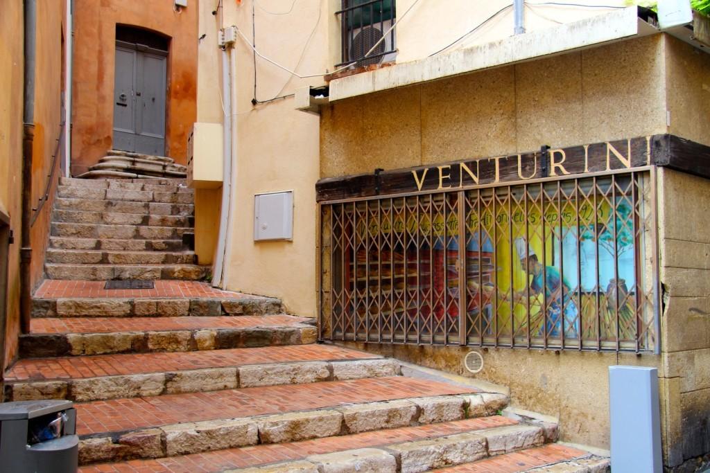 Fougassettes Venturini - Treppe in einer kleinen Gasse