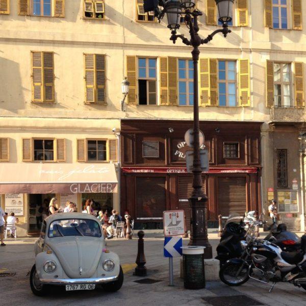 Käfer auf dem Place du Palais de Justice