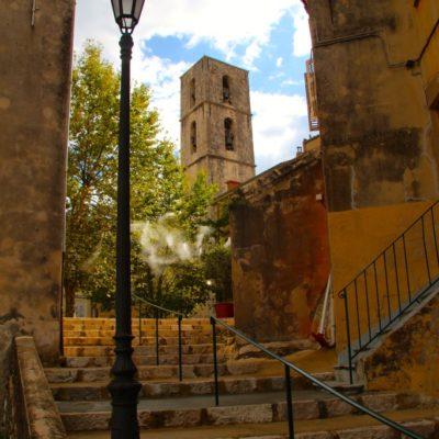 Kathedrale Notre-Dame-du-Puy von Grasse von der Rue de la Délivrance