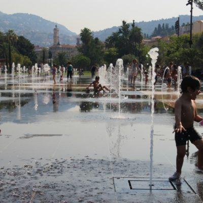 Le Miroir d'Eau auf der Promenade du Paillon - Wasserspaß für Kinder