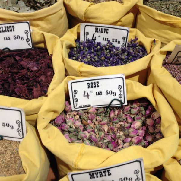 Marché Forville - Blüten und Gewürze