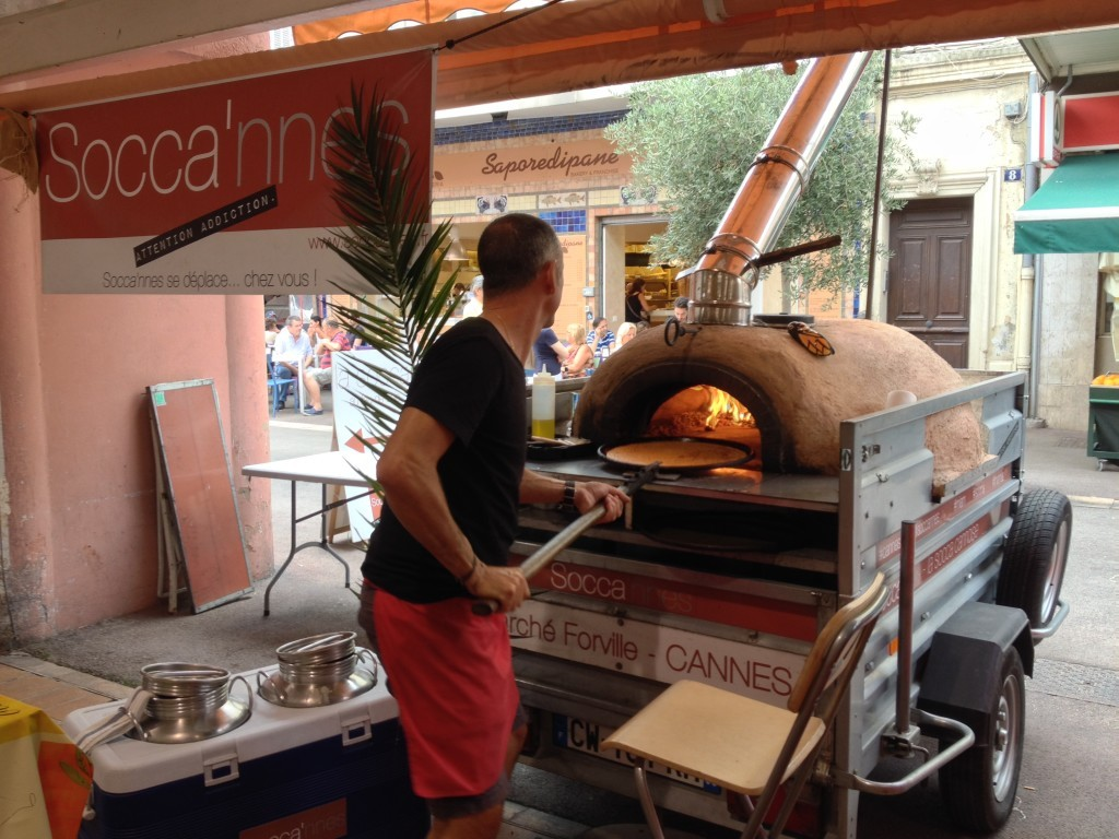 Marché Forville - Socca frisch aus dem Ofen