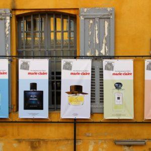 Marie Claire-Plakate im Musée International de la Parfumerie