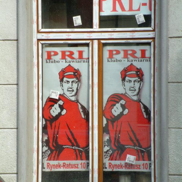 PRL - Ostalgieplakat des Clubs PRL lädt zu einer Zeitreise ins kommunistische Polen ein