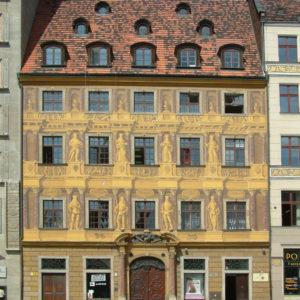 Rynek - Haus Zu den sieben Kurfürsten. Die Westseite des Großen Rings in Breslau wird auch die Sieben-Kurfürsten-Seite genannt.