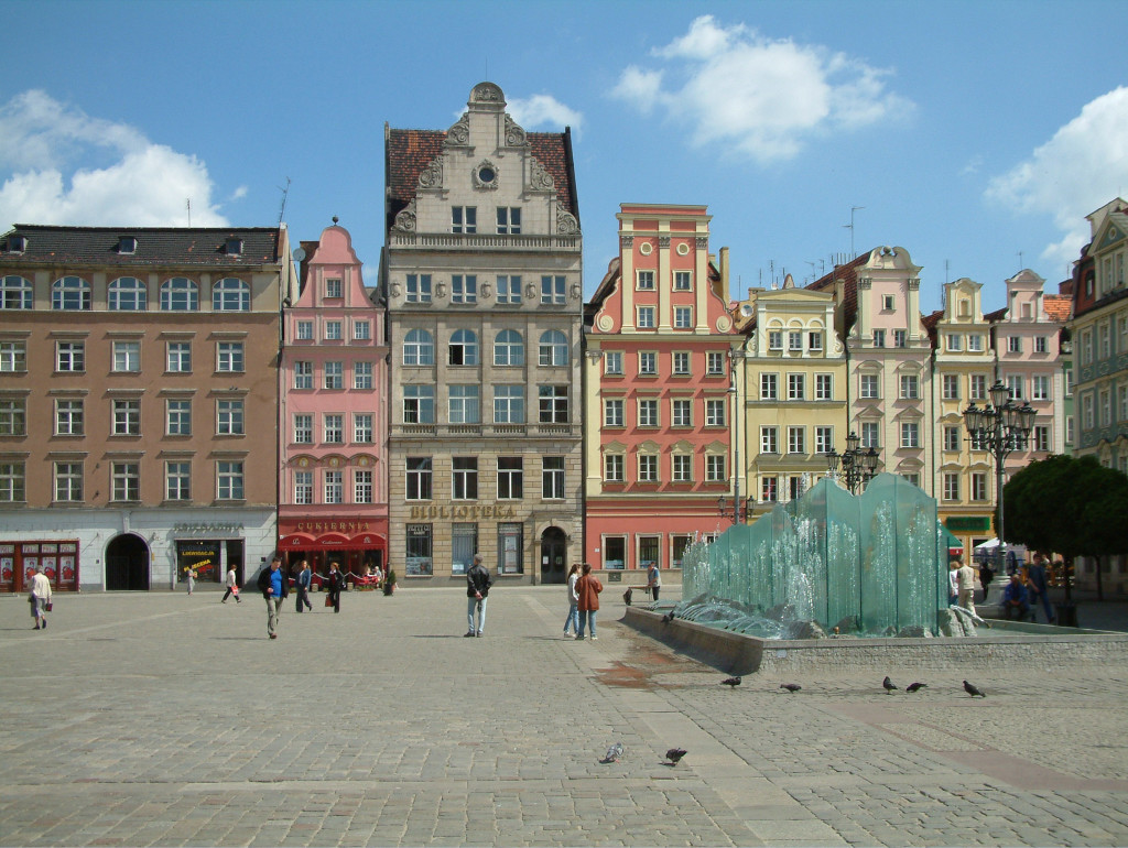 Rynek - Nordseite und der gläserne Brunnen