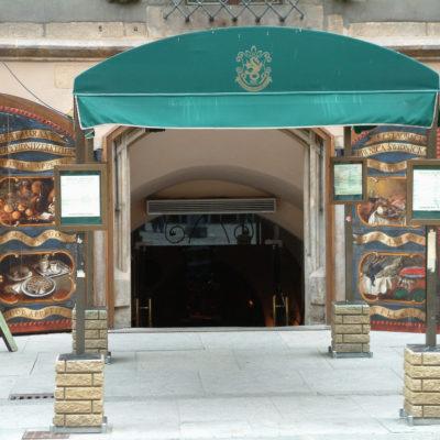Schweidnitzer Keller - Der Eingang an der Südseite des Rathauses