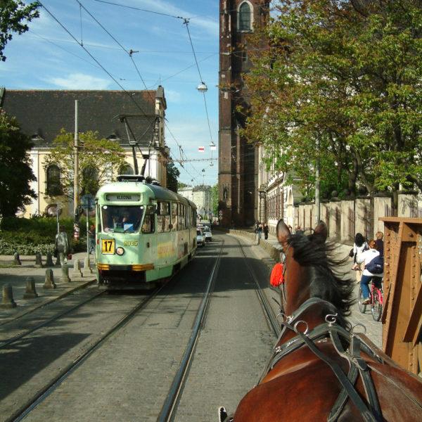 Pferdekutsche statt Tram - Rechts die Kirche Stanta Maria auf dem Sande