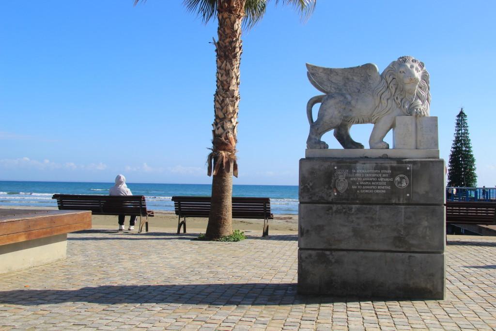 Geflügelter Löwe - Statue an der Foinikoudes Promenade