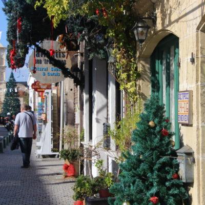 Weihnachtsstimmung vor der Lazarus-Kirche in Larnaca