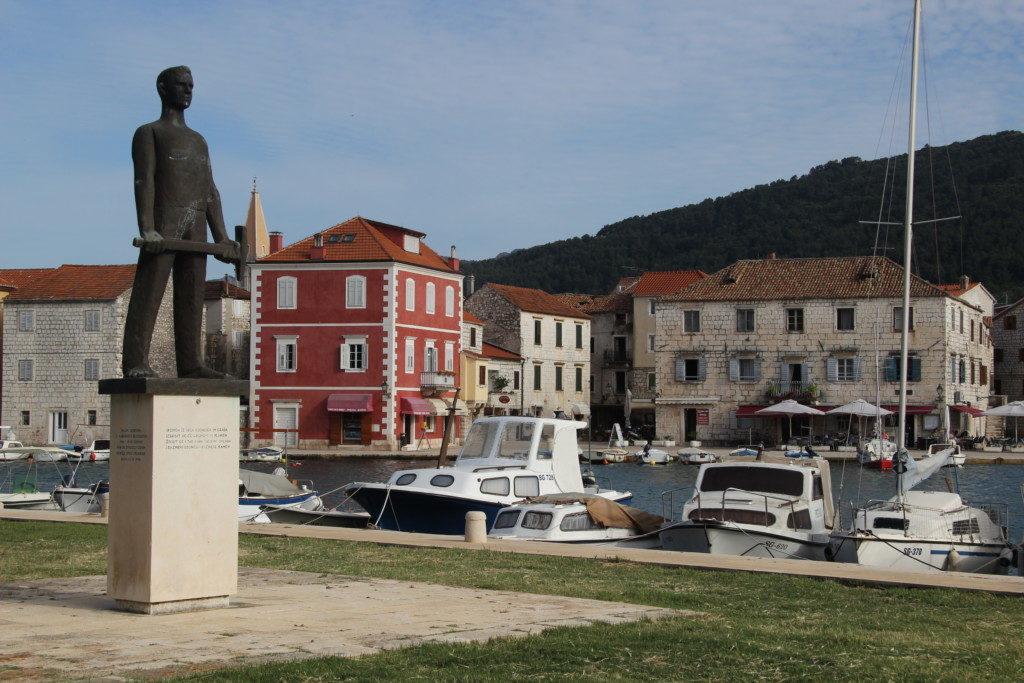 Arbeiter-Statue im Hafen von Stari Grad auf der Insel Hvar